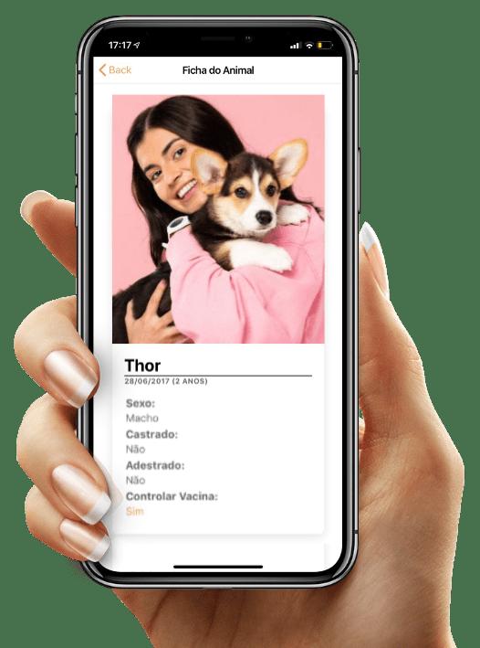 Iphone com aplicativo BensVET para Tutores - Foto com mulher segurando seu cachorro e informações importantes sobre o pet